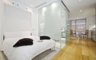 Зонирование квартиры стеклом: за и против