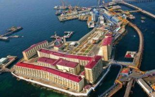 Архитектура: Нефтяные камни — город на буровых платформах, построенный в СССР