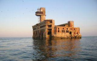 Архитектура: «Каспийский форт Боярд»: чем на самом деле является странная заброшенная постройка