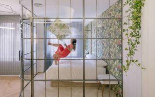 Стеклянные перегородки в квартире: неожиданное решение для душа, спальни и других комнат