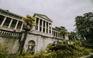 Архитектура: Как выглядят величие и ненужность санатория Орджоникидзе в Сочи через 10 лет после закрытия на реконструкцию