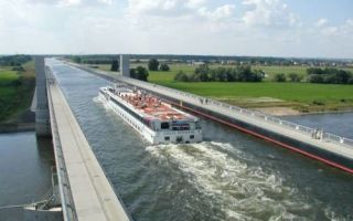Архитектура: Чудо инженерной мысли: 5 мостов из разных стран, по которым ходят корабли