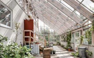 Архитектура: Мужчина построил себе дом внутри оранжереи, и теперь почти всегда у него лето